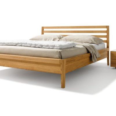 Bett mylon in Eiche mit Nachtkästchen aus der Serie cubus pure