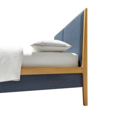 Bett mylon in Eiche mit Kopfhaupt und Seitenteilen in Stoffpolsterung