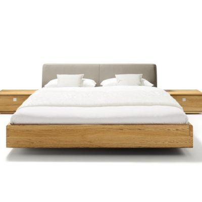 Bett nox in Eiche mit Polsterhaupt und Nachtkästchen