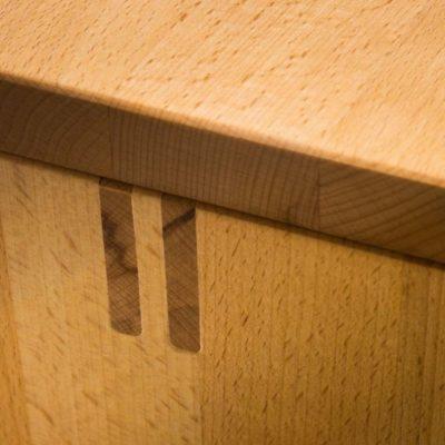 Diele cubus-Trägerverzapfung der Dielenbank in perfektem Massivholzhandwerk