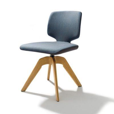 Drehstuhl aye, Gestell Eiche, Sitzfläche mit Stoffbezug