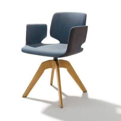 Drehstuhl aye, Gestell Eiche, Sitzfläche und Armlehne mit Stoffbezug
