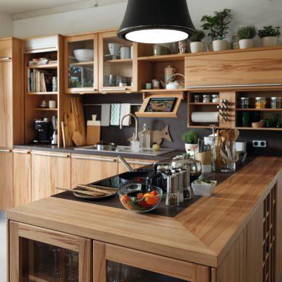 Küche Rondo in Kernbuche mit Materialwechsel in der Arbeitsfläche