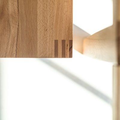Sitzbank loft mit sichtbar verzapften Beinen