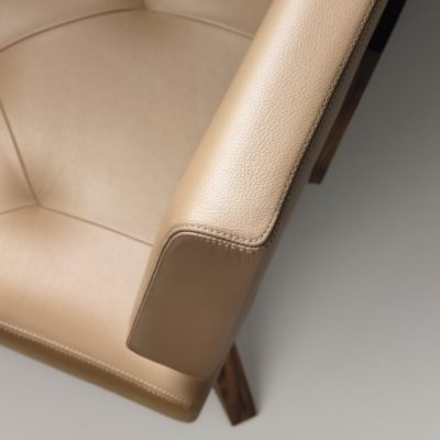 Sitzpolsterbezug mit perfekter Ledernaht