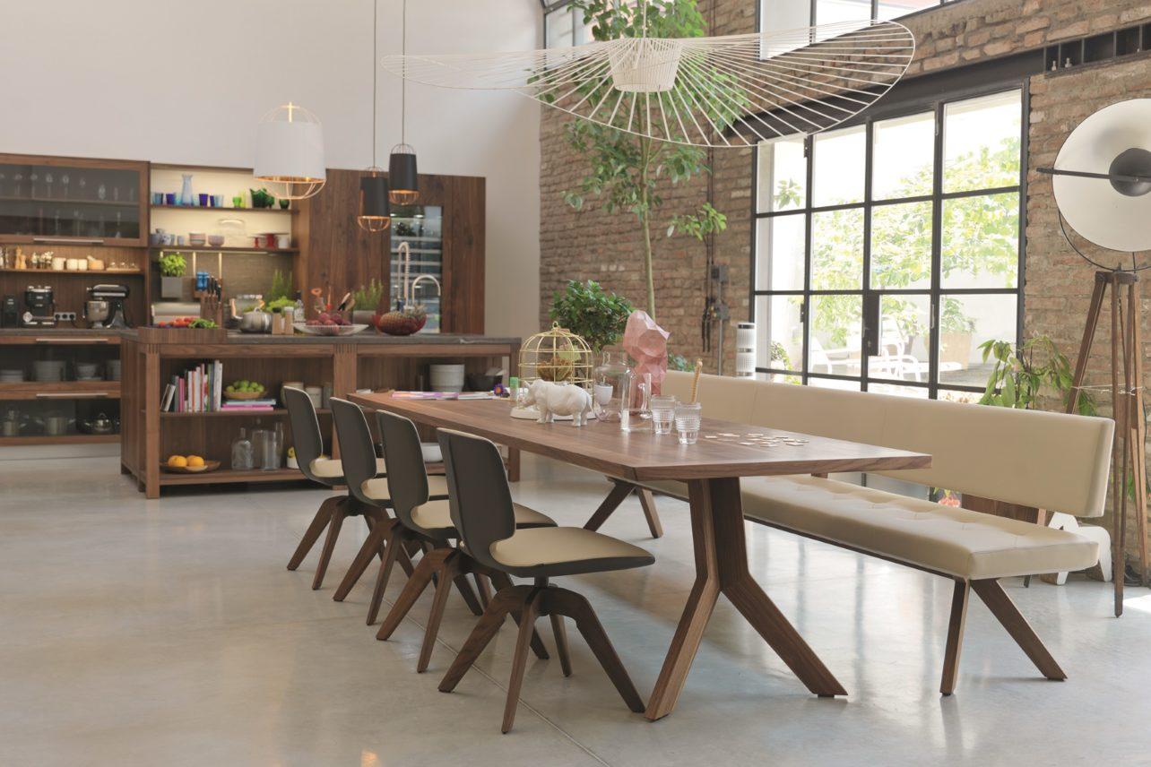 Tisch yps in Nussbaum