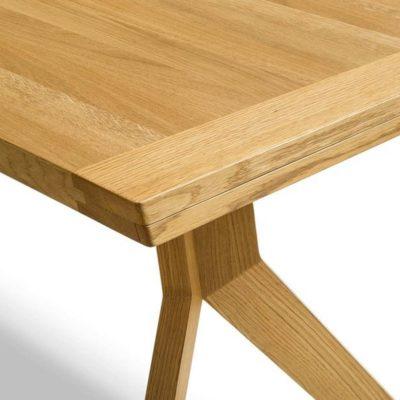 Tisch yps mit eingeschobener Bestecklade