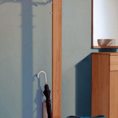 Wandgarderobe Mister-T in Kirschbaumholz und Edelstahl daneben Dielenkommode und Wandspiegel