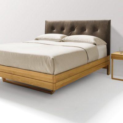 Bett float in Eiche mit Lederhaupt und den Nachtischen float