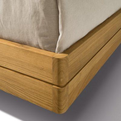 Bett float mit abgerundeten Ecken