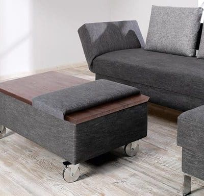 optionaler Hocker und hochklappbarer Tisch für Schlafsofa Salto