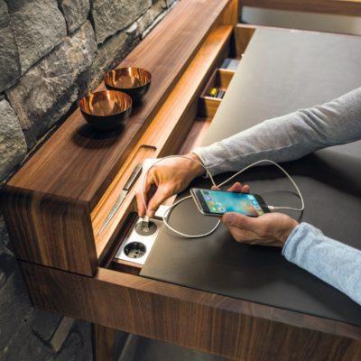 Schreibtisch Sol mit optionalen Elektroanschlüssen
