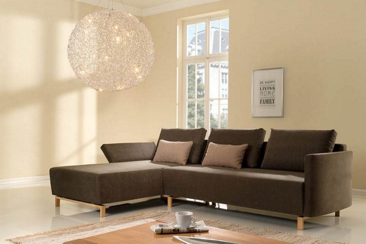 Sofasystem Giglio; hier ein 2,5-Sitzer mit Recamiere links auf Buchenholz-Kufen