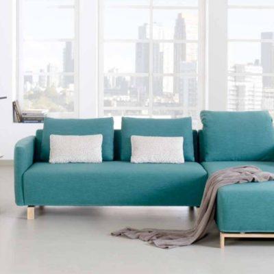 Sofasystem Giglio; Hier als Sofa und Recamiere mit Holz-Kufen
