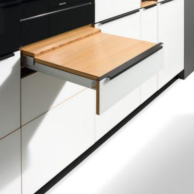 Küche linee mit Tablett-Auszug