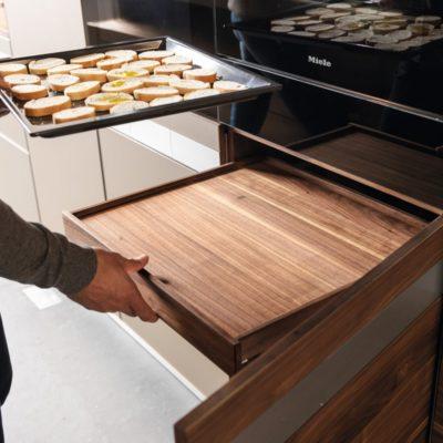 Küche k7 Innenlade niedrig im Schrank unter dem Backofen