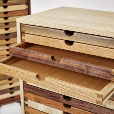 Kommode Sixtematic2 - ein kleiner Holzlehrpfad