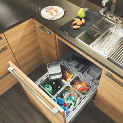 Küche linee in Eiche mit Mülltrennsystem
