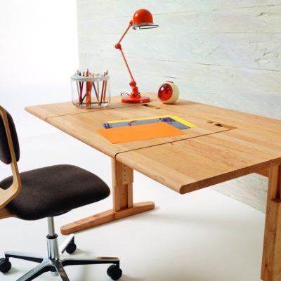 Schreibtisch MOBILE mit neigbarem Platteneinsatz