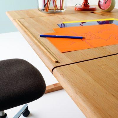 Schreibtisch MOBILE, Buchanschlagleiste aktiv