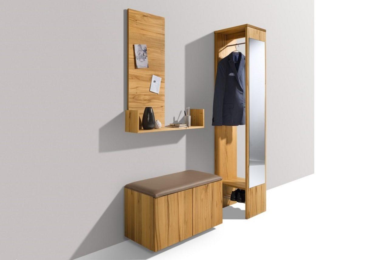 Garderobe cubus mit Magnetwand, Ablage, Sitzschränkchen aus der Korpuskollektion mit Sitzauflage aus Leder und verdeckter Garderobe mit Spiegel
