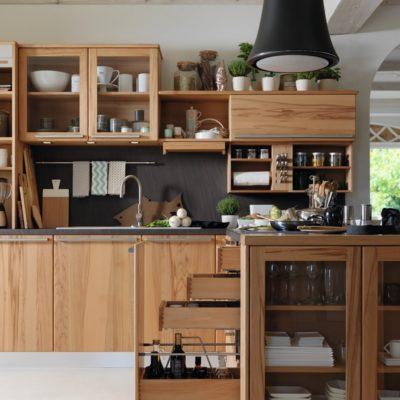 Küche Rondo in Kernbuche mit Flaschenauszug und 3 internen Auszügen