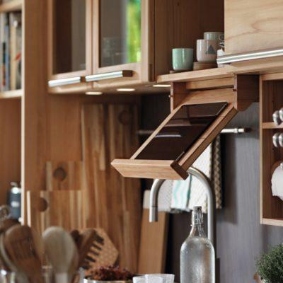Küche Rondo in Kernbuche mit Kochbuchhalter