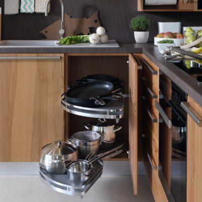 Küche Rondo in Kernbuche mit LeMans Eckunterschrank