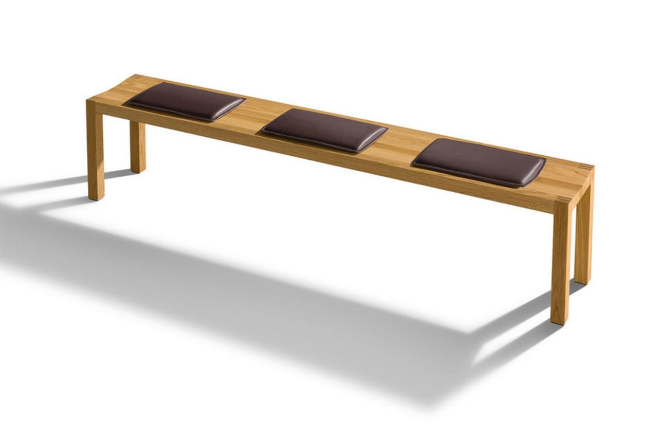 Sitzbank loft mit drei an die konkave Sitzvertiefung angepaßten Kissen