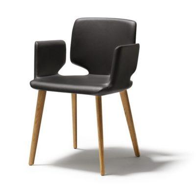 Stuhl aye, Gestell Eiche - Sitzfläche und Armlehne mit Lederbezug
