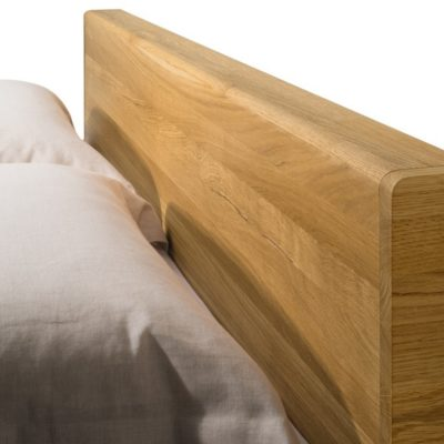 Bett float mit Holzhaupt