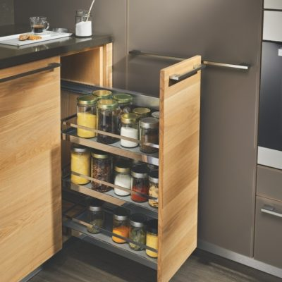 Küche linee mit Unterschrank inklusive Apothekerauszug und Griffstange kubisch in Edelstahl-Finish
