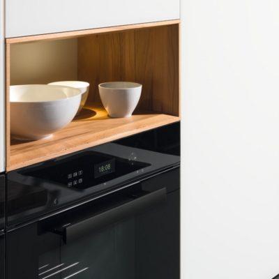 Küche linee mit Nischelementen inklusive Beleuchtung