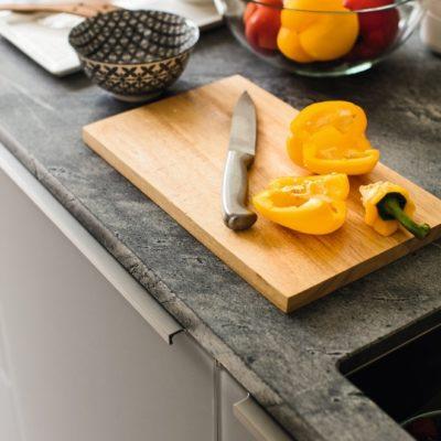 Küche linee mit Griffprofil in Edelstahl Finish