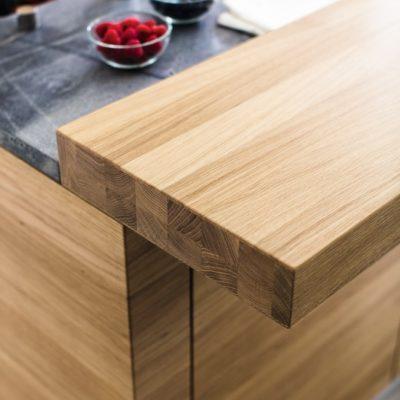 Küche linee mit aufgesetzter 79 mm starker Thekenplatte