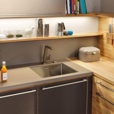 Küche l1 mit Griffstange kubisch