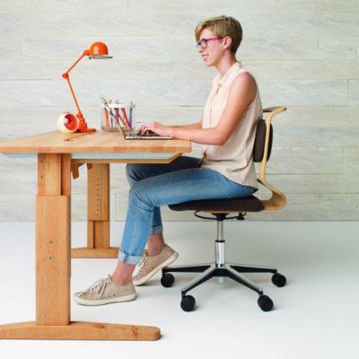 Schreibtisch MOBILE in der größten Höheneinstellung