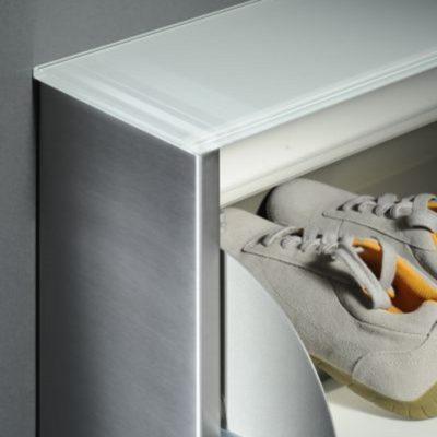 Schuhschrank Atlantic-100-Detail Schuhklappe mit hydraulicher Dämpfung