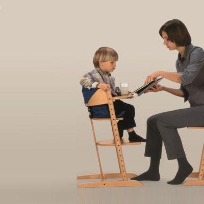 Kinderhochstuhl M2 mit Spiel- und Esstisch sowie Sitzkissen
