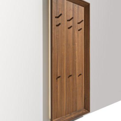 Garderobenpaneel in Nussbaum