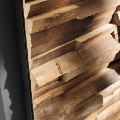 Wandverkleidung Waldkante in Nussbaum-Abschluss an Metallprofil