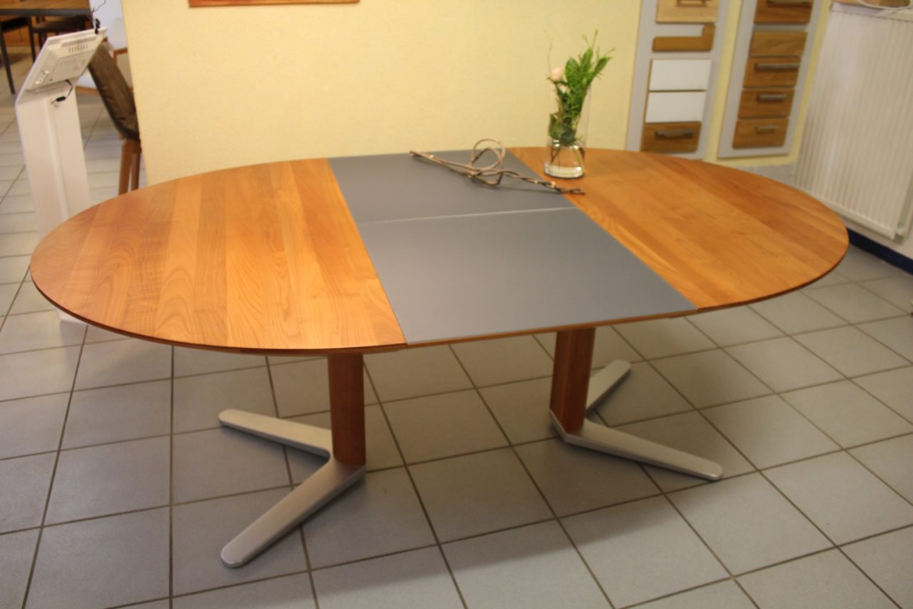 Tisch Girado oval