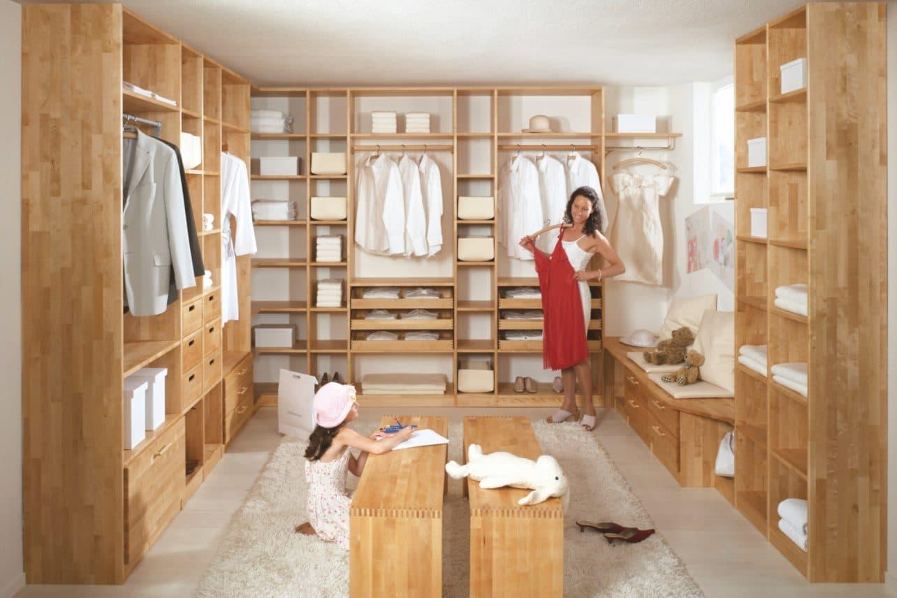 Begehbarer Kleiderschrank nach Maß mit Inneneinteilung, Birke massiv geölt